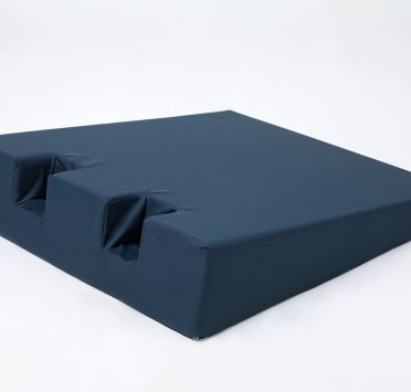Подушка клиновидная для пяток 650х520х230-50 мм. стандарт. Изображение №1