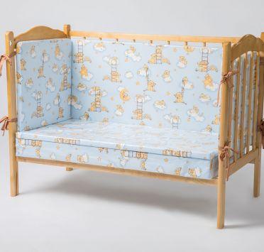 Комплект матрасов и мягких бортиков для детской кроватки. Изображение №1