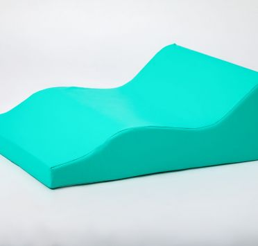 Подушка клиновидная фигурная, тк. Биэластик 650х500х230-50 мм. Изображение №1