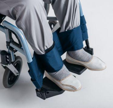Фиксатор ног к инвалидной коляске. Изображение №1