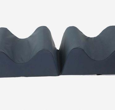 Подушка-разделитель для ног влагонепроницаемая 500х200х100-50 мм. Изображение №1