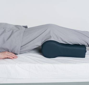 Подушка-валик под голову, тк. Интерлок ПВХ 350х245х150-90 мм. Изображение №1